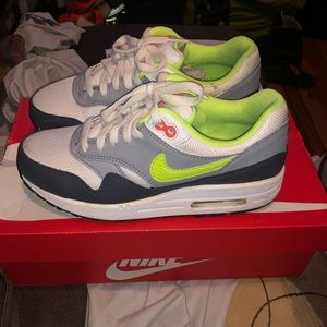 Nike Air Essential 1
